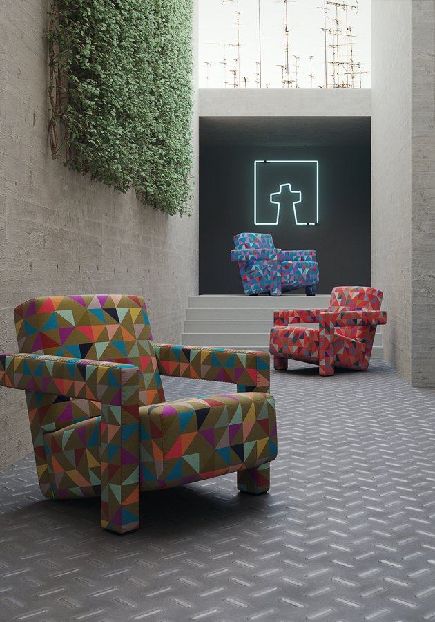 Poltrone Cassina multicolore in un ambiente dallo stile industriale.